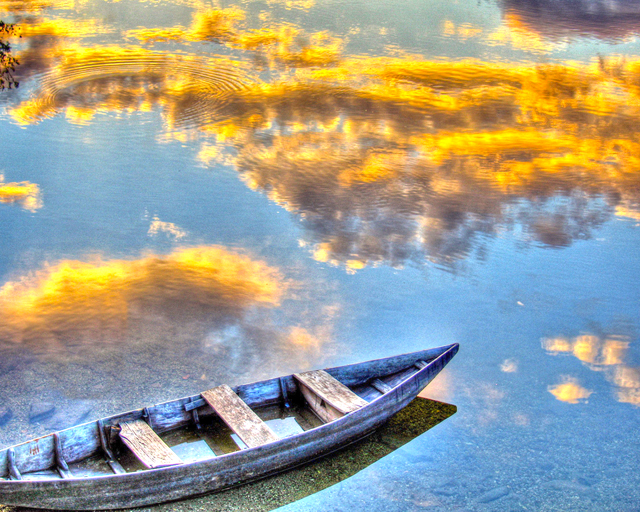 old-boat-on-the-lake