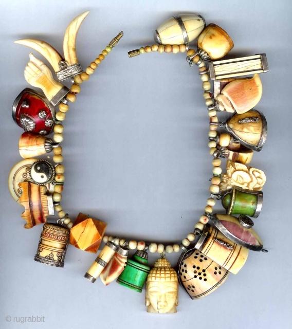 amulet-necklace-india