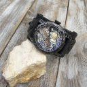Fekete dombornyomott férfi karóra, Férfi kézműves karóra dombornyomott óratokkal és számlappal, Fekete sárkányos férfi karóra